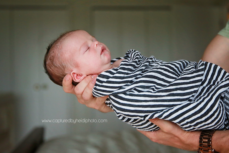 13-central-iowa-newborn-photography-lifestyle-photographer-in-home-baby-session-desmoines-huxley-ames-st-charles-buckingham.png