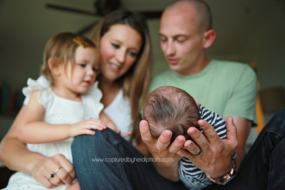 14-central-iowa-newborn-photography-lifestyle-photographer-in-home-baby-session-desmoines-huxley-ames-st-charles-buckingham.png