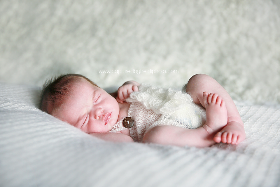 3-central-iowa-newborn-photographer-lifestyle-photography-in-home-baby-girl-huxley-ankeny-ames-desmoines-nobiling.png