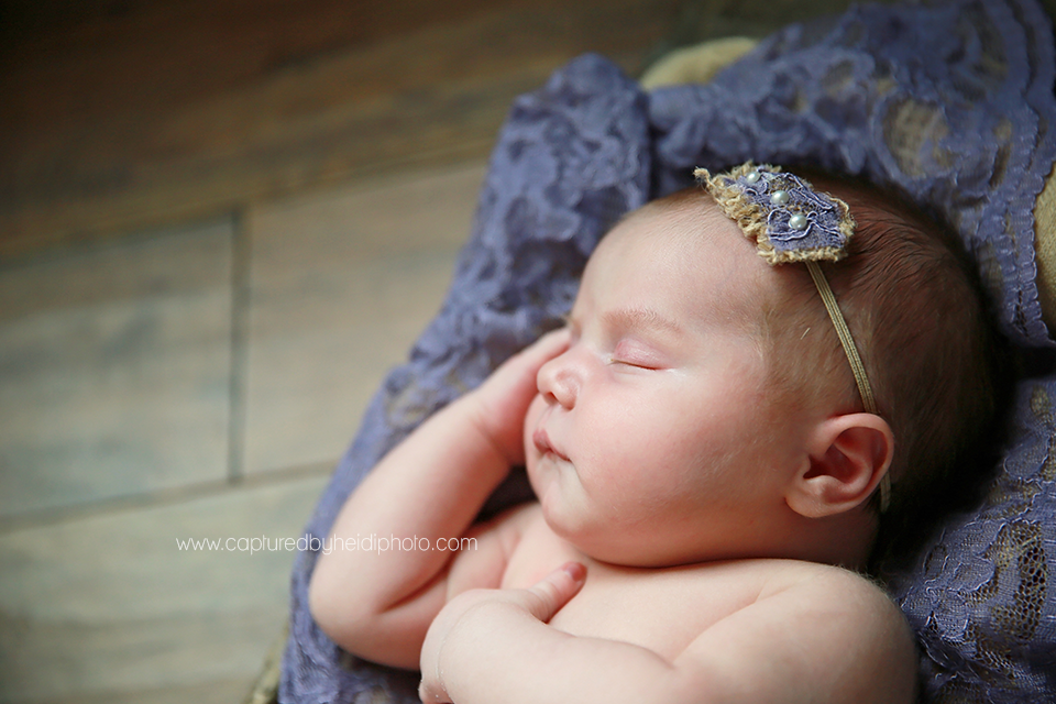 7-central-iowa-newborn-photographer-lifestyle-photography-in-home-baby-girl-huxley-ankeny-ames-desmoines-nobiling.png