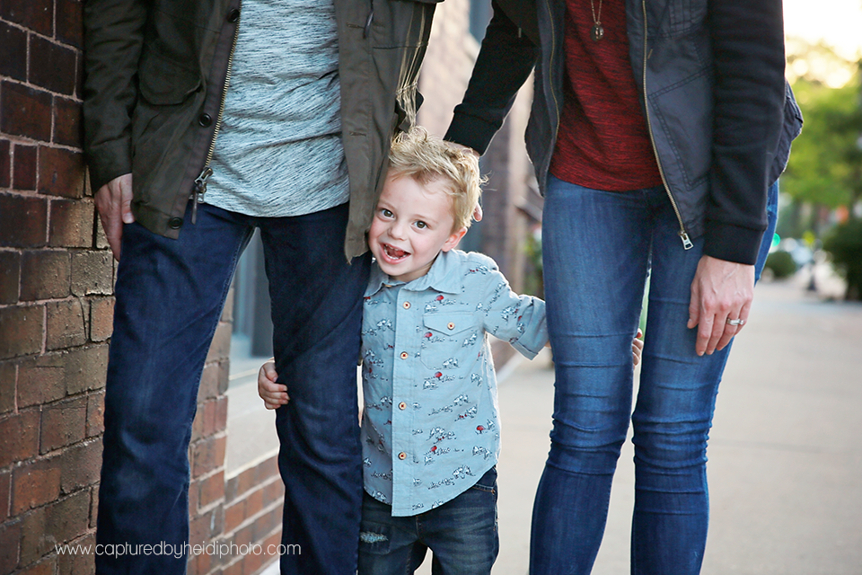 2-central-iowa-family-photographer-huxley-ames-desmoines-downtown-court-ave-nick-shandra-vanberkum-captured-by-heidi.png