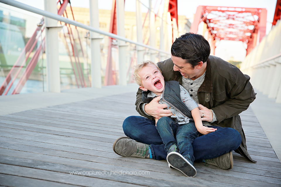 8-central-iowa-family-photographer-huxley-ames-desmoines-downtown-court-ave-nick-shandra-vanberkum-captured-by-heidi.png