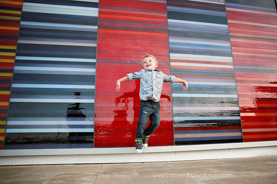 9-central-iowa-family-photographer-huxley-ames-desmoines-downtown-court-ave-nick-shandra-vanberkum-captured-by-heidi.png