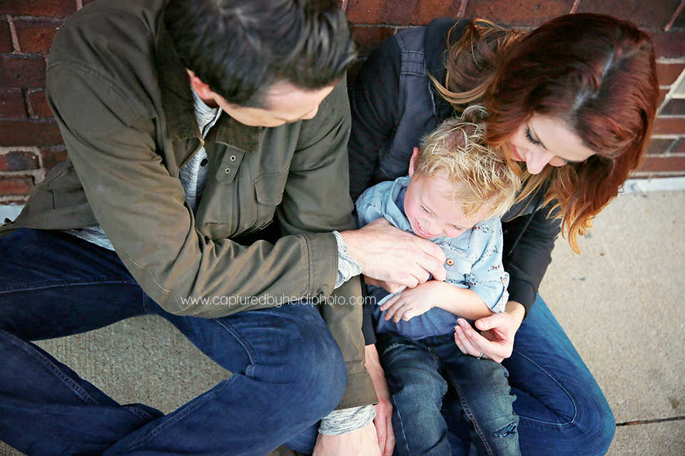 1-central-iowa-family-photographer-huxley-ames-desmoines-downtown-court-ave-nick-shandra-vanberkum-captured-by-heidi.png