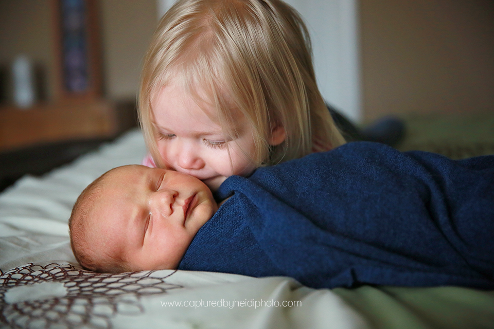 6-central-iowa-newborn-photographer-captured-by-heidi-photography-heidi-hicks-huxley-ankeny-desmoines-in-home-lifestyle-session-big-sister-crib-michelle-haupt.png