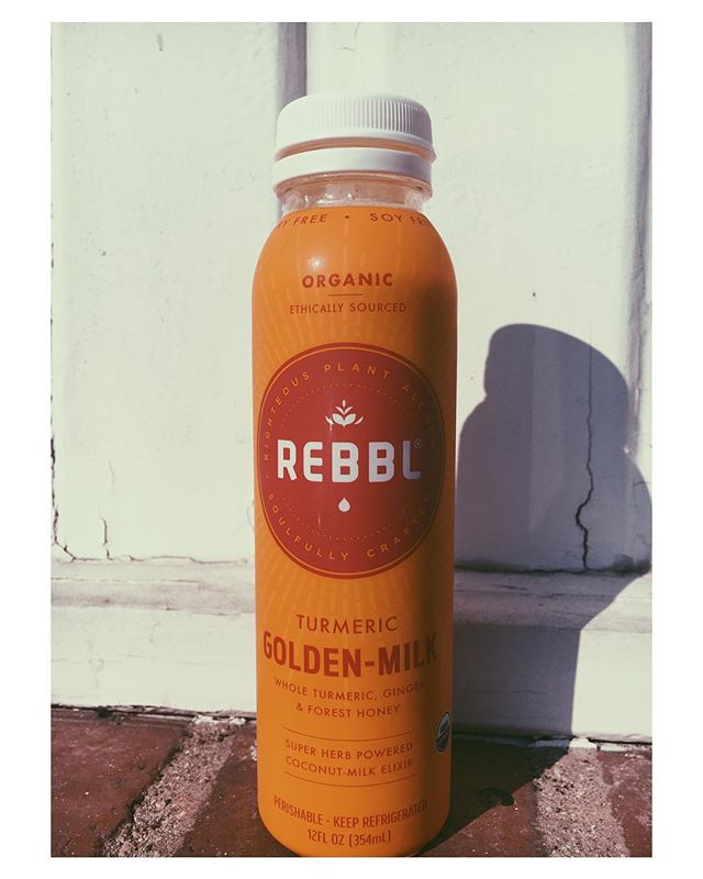 """Move over pumpkin spice latte! There's a new spicy drink in town...and it's actually good for you 🙀🙌🏼. This anti-inflammatory beverage should be worked into your daily routine as often as you can fit it! The antiviral and antibacterial properties in turmeric help fight infections, so drink up through cold/flu season. My personal favorite is the """"Golden"""" from @cafegratitude. It's perfectly spicy and cozy. See recipe link to make your own. It's not quite the same as the restaurant production, but it's a good homemade option. @rebbl also makes a nice golden milk latte.  __________ #psl #youaregolden #fall #antiinflammatory #dairyfree #goldenmilk #tumeric"""