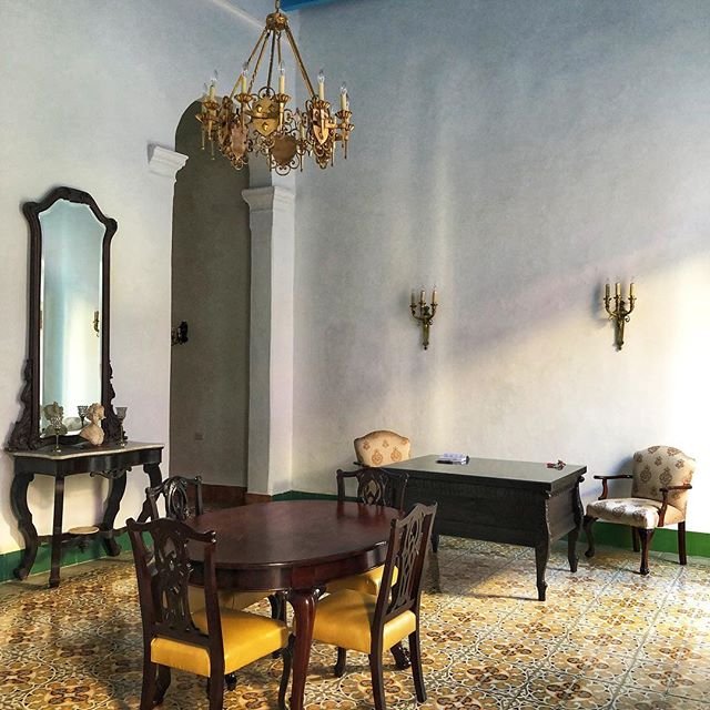 Beautiful home away in Havana  #decorgram #decor #interiordesign #havana #cuba #design #colonialhouse #floor #antiques #props #walking #travel #goodlife