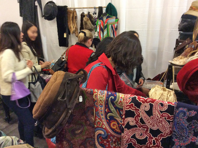 Ottawa-Vintage-Clothing-Show-browsing-one.jpg