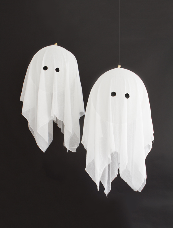 Learn ho to DIY these adorable ghosts on Ohhappyday!
