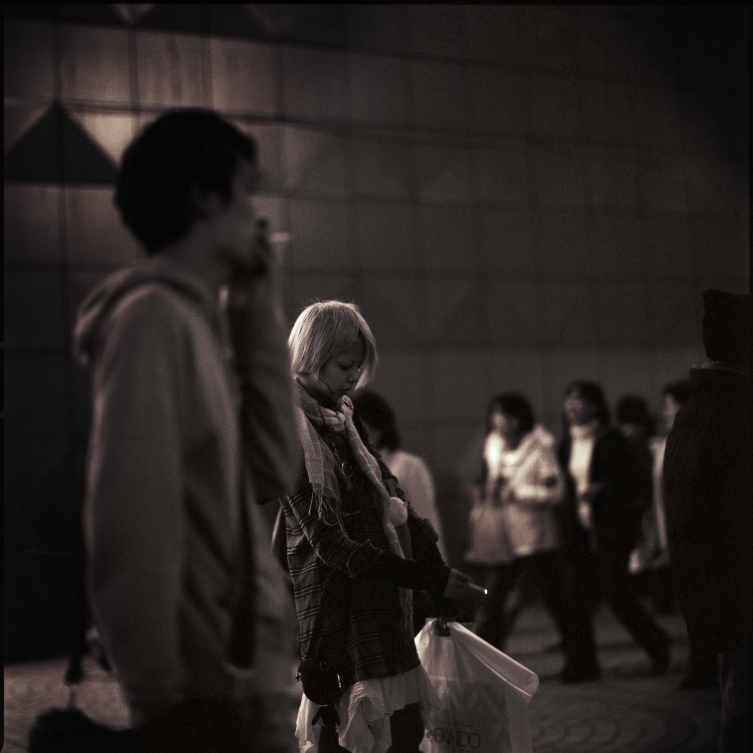 girl-smoking-at-shinjuku.jpg