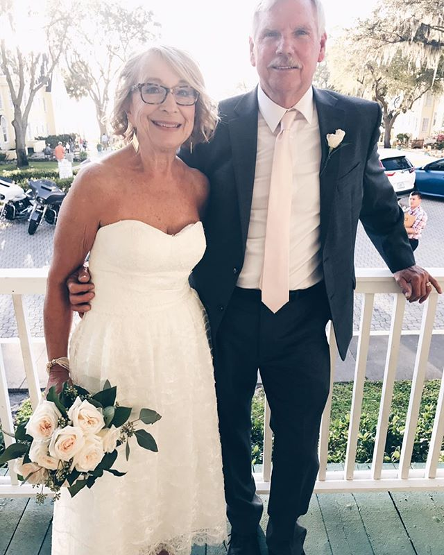 What a sweet love story I witnessed last weekend with Carol and Ken's intimate wedding celebration in Mount Dora. These two neighbors were both widowed but have found love again and become roommates ❤️
