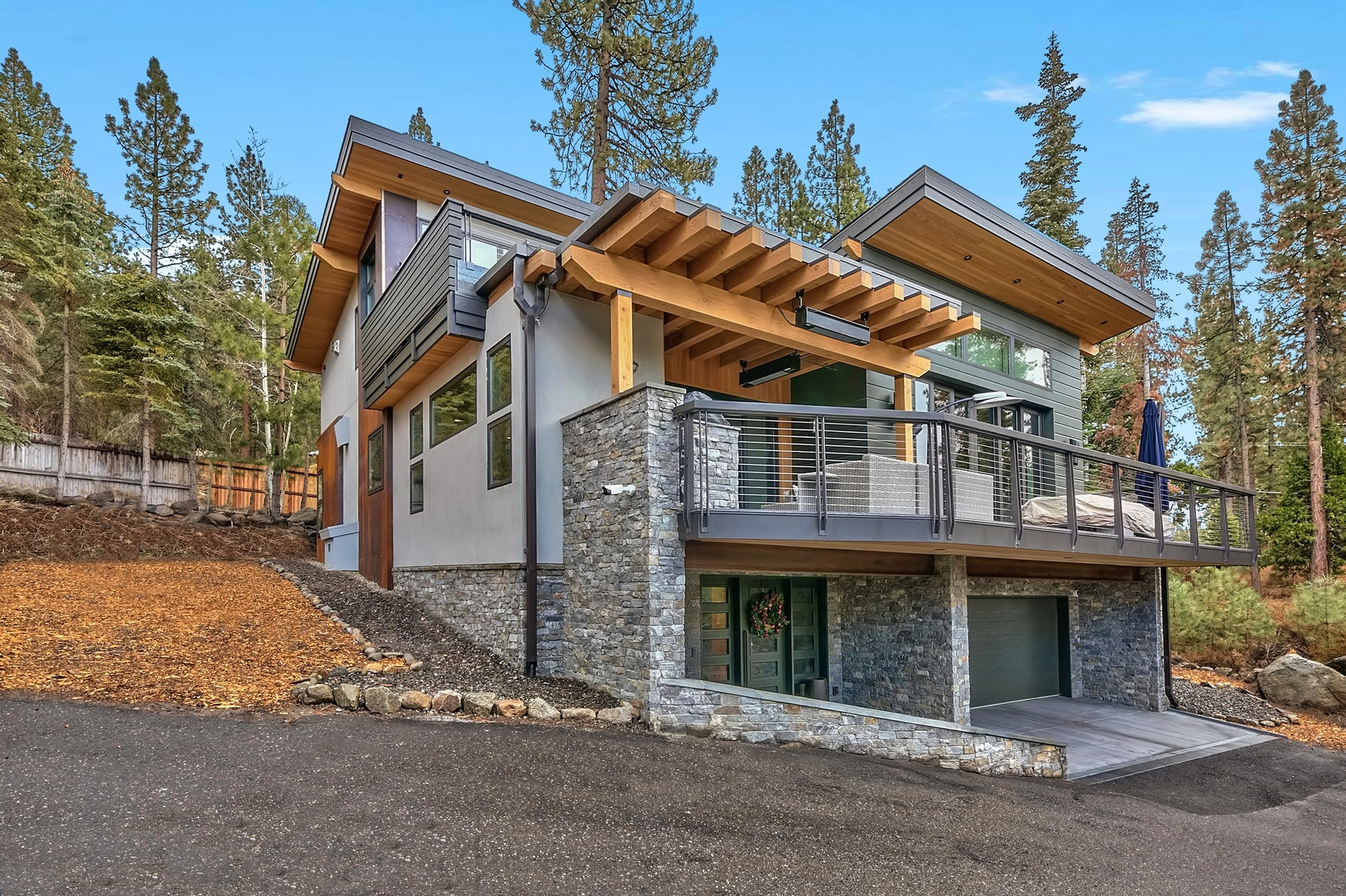 15 Lakeside Cove exterior.jpg