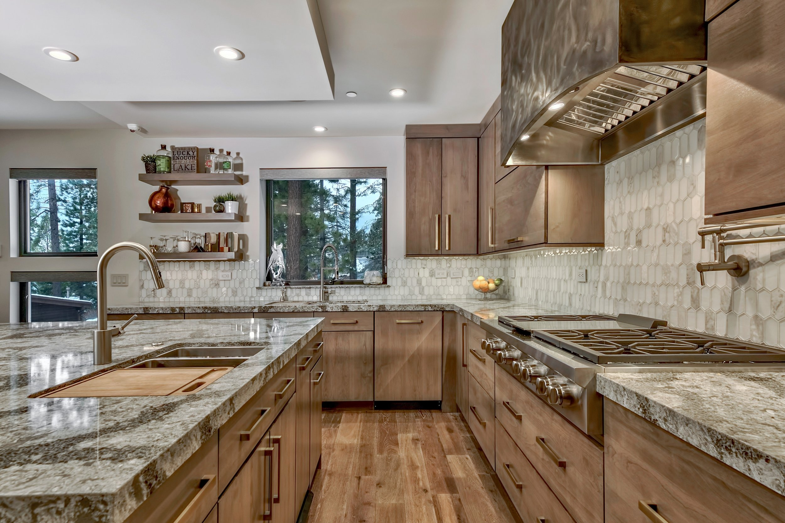 15 Lakeside Cove kitchen.jpg