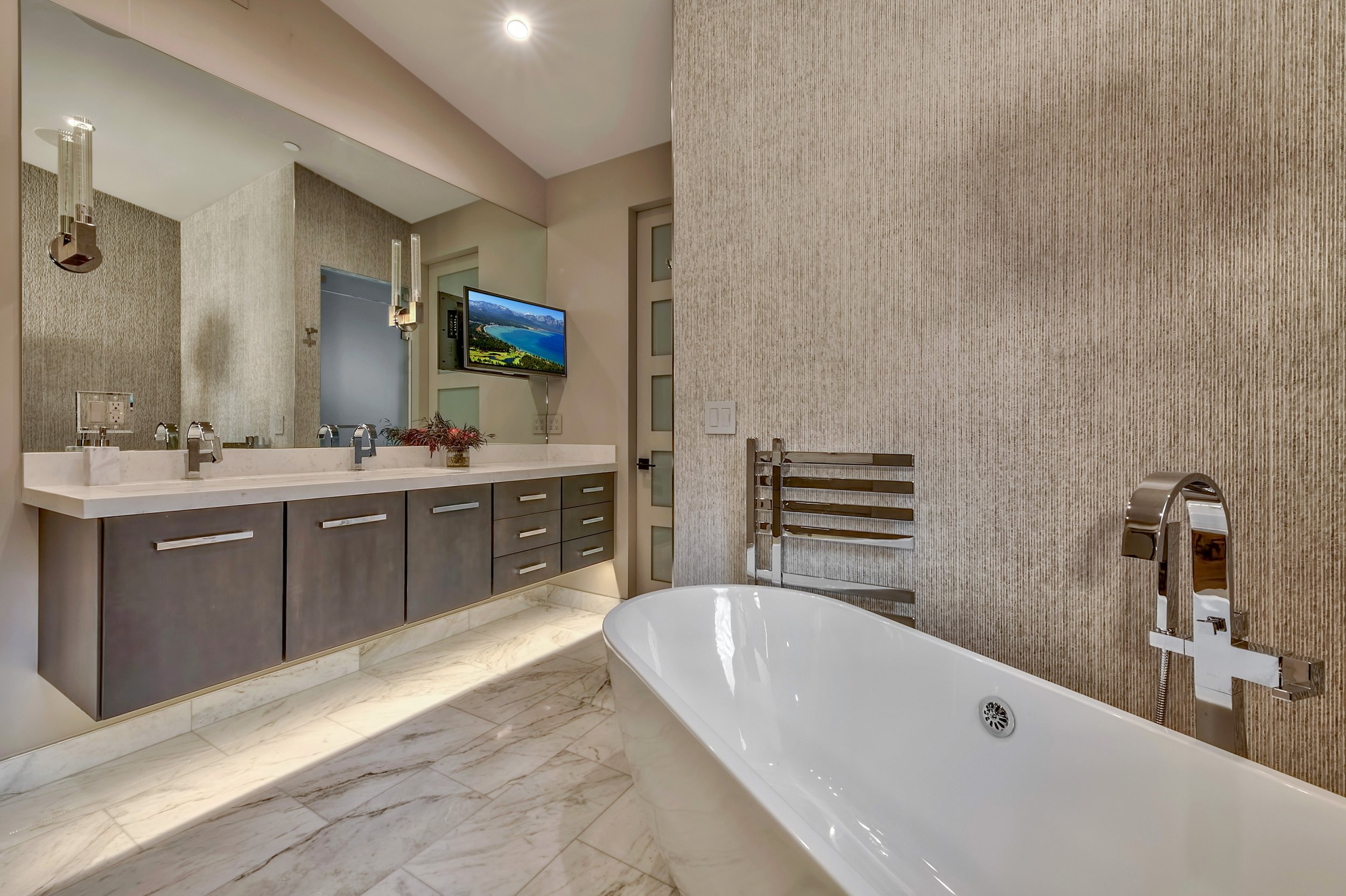 15 Lakeside Cove master bath 1.jpg