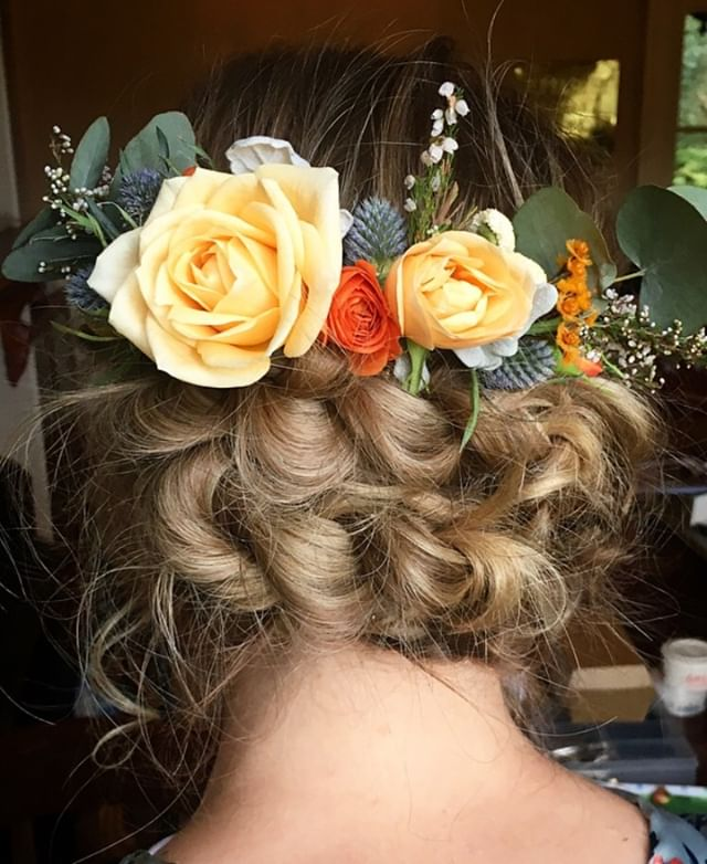 Such pretty flowers to compliment this messy braided updo! Wedding hair for my beautiful bride.⠀ ⠀ #hairstyle #hair #style #wedding #weddinghair #bride #bridemaids #fashion #makeup #haircut #love #beauty #hairstyles #me #instagram #girl #beautiful #look