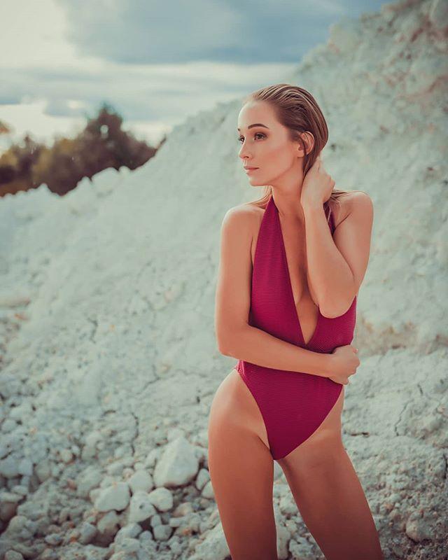ešte v letnom duchu 👉link v bio👈 MUAH: @maria.dizdarevic  FOTO: @labant_photo . . . #blogerka #somfashionista #fbloggers #stylish #summer #fashionphotography #ootd #styleblogger #photoart #styleoftheday #slovakgirl #vsco #pose #naturegirl #fashiongram #trendalert #summervibes #tbt #model #instadaily #trendy