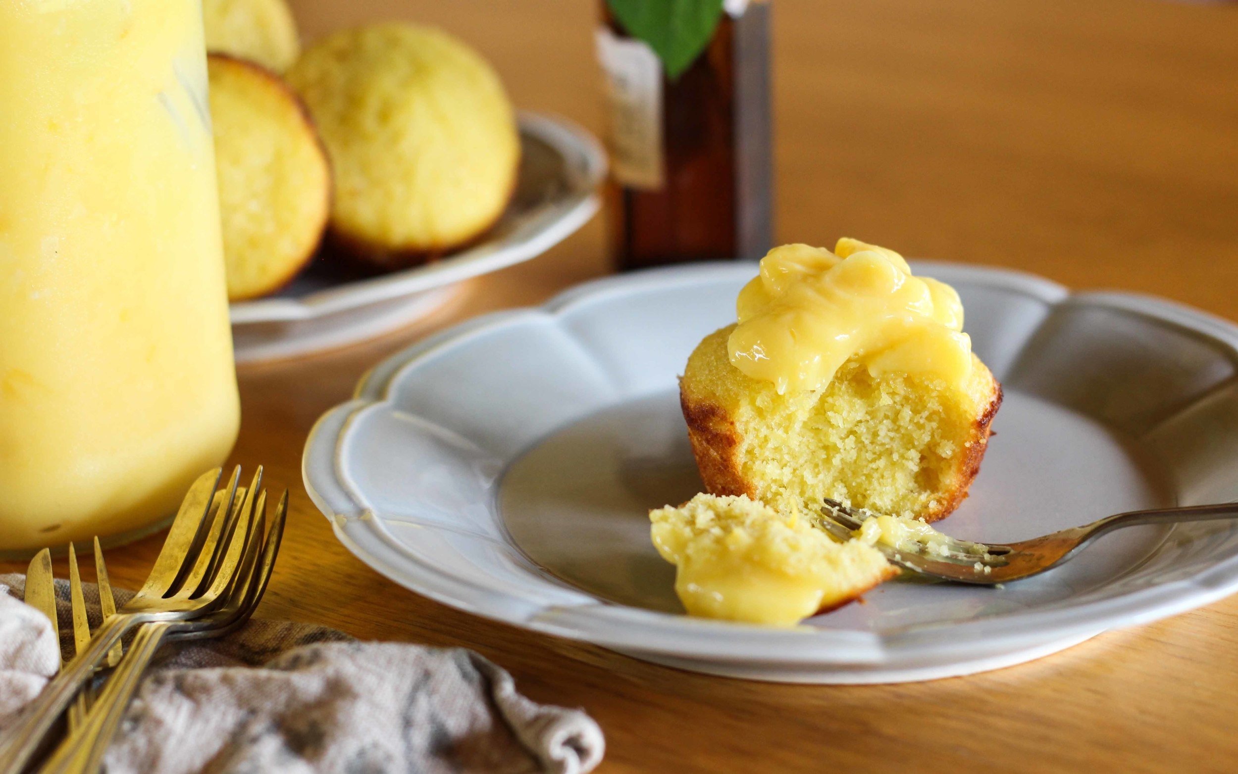 Little Lemon Polenta Cakes with Lemon Curd