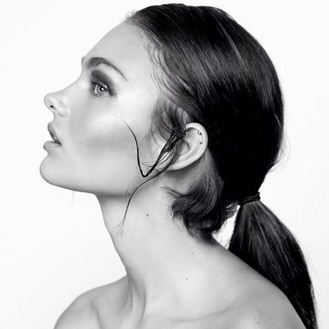 Simplicity in black & white 🖤#kellifuchsmakeup using @maccosmeticsafrica! #kellifuchsmakeup #makeup #makeupartist #hair #hairstylist #motd #blackandwhite #highlightonfleek #wakeupandmakeup #makeupdolls #makeupgeek #muaawesome #beautygram #mymacstoryafrica