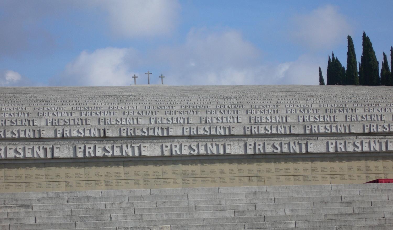 """Il Sacrario di Redipuglia (Gorizia) ove alla testa dei 100.000 """"invitti"""" della Terza Armata, riposa Emanuele Filiberto di Savoia Duca d'Aosta"""
