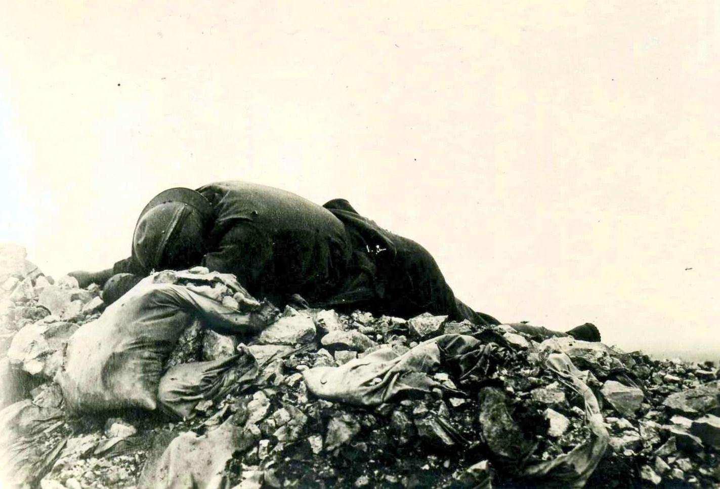 11 Correzione caduto italiano sul Monte Santo.jpg