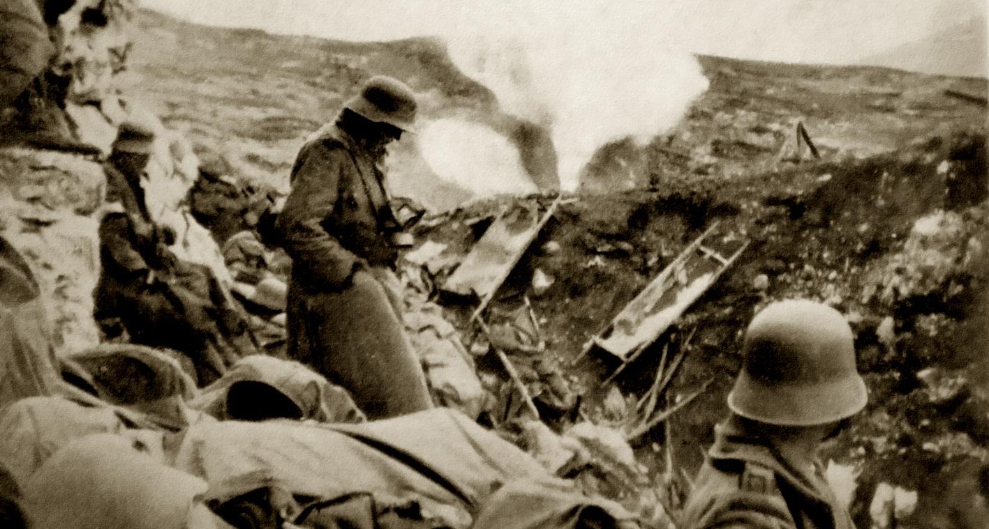 ORT 003 - scoppio di granata a gas nella Grande Dolina nei pressi dell'Hilfsplatz - ASDM.JPG