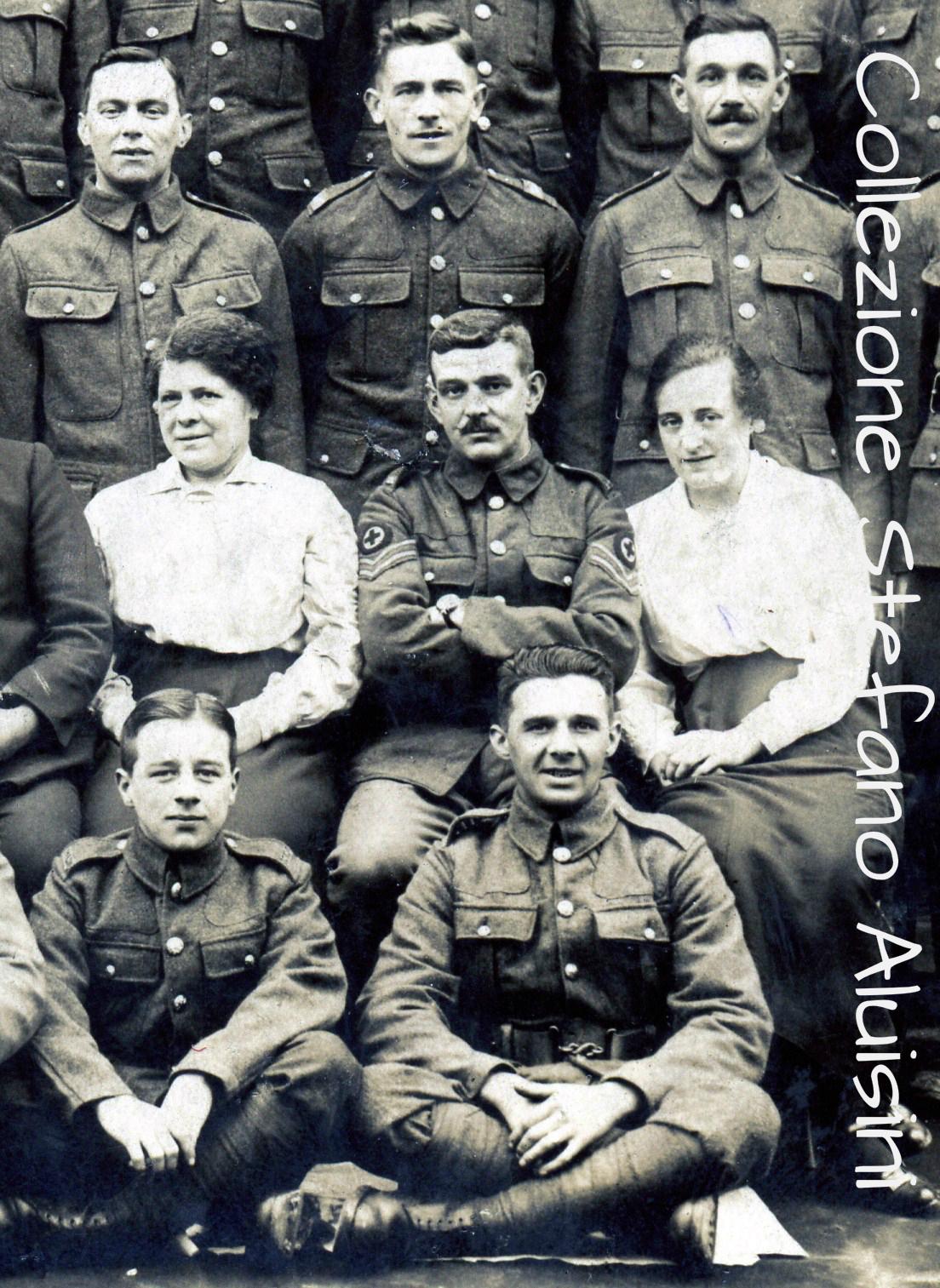 Militari Britannici e personale della Croce Rossa – fotografia datata 1914-1915 – provenienza Gran Bretagna