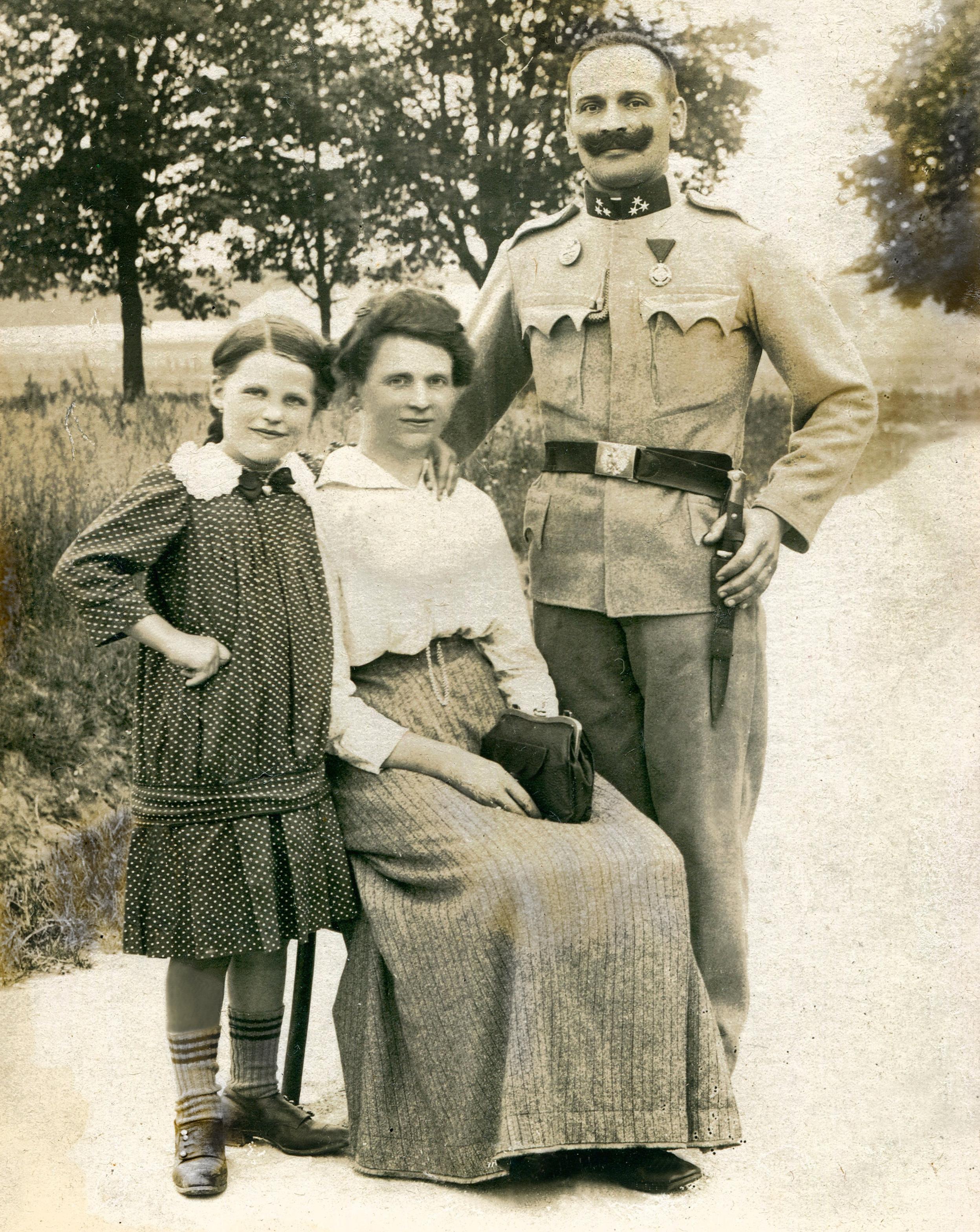 007 prefazione famiglia ufficiale austroungarico di origine polacca (Cracovia 1915).jpg
