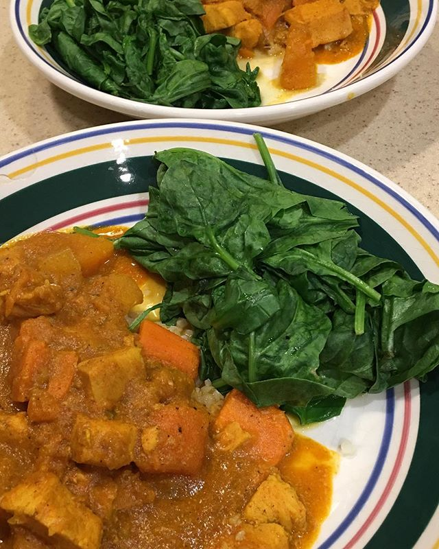 It's that time again! Fall is here and that means comfort food 😊 Paleo chicken curry with butternut squash and sweet potato, side of steamed spinach.... all while watching Thursday Night Football! #paleo #paleodiet #healthyfood #healthyeating #smartchoices #youarewhatyoueat #comfortfood #goodeats #wellness #chico #chicospineandwellness