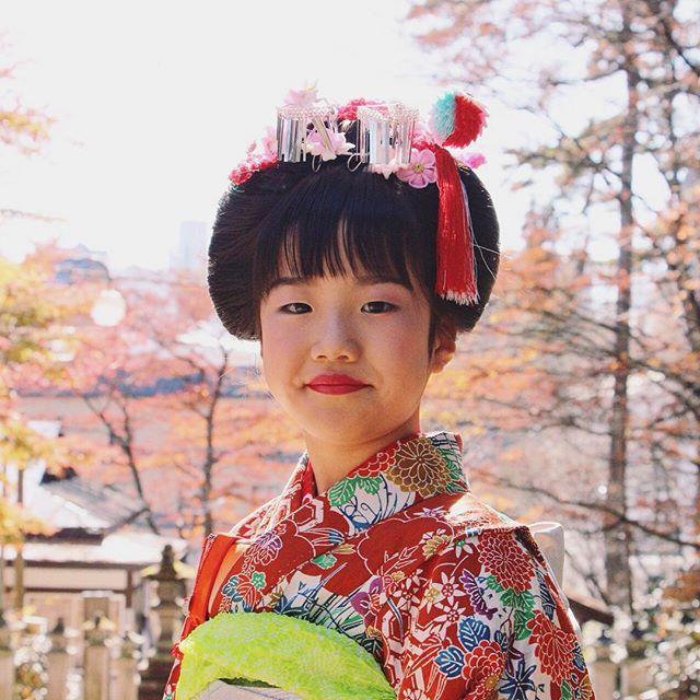 Young girl dressed to observe Shichi-Go-San in the hot spring town of Kusatsu, Gunma. #shichigosan #七五三#shichigosanfestival #gunma #japan #travelphotography #traditionaljapan #kimono #fashion #japanesefashion #red #autumn #japanautumn