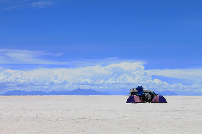 uyuni salt flats budget travel guide to bolivia