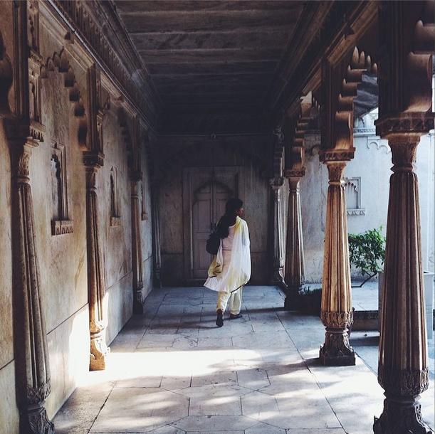 sari woman in india budget travel guide