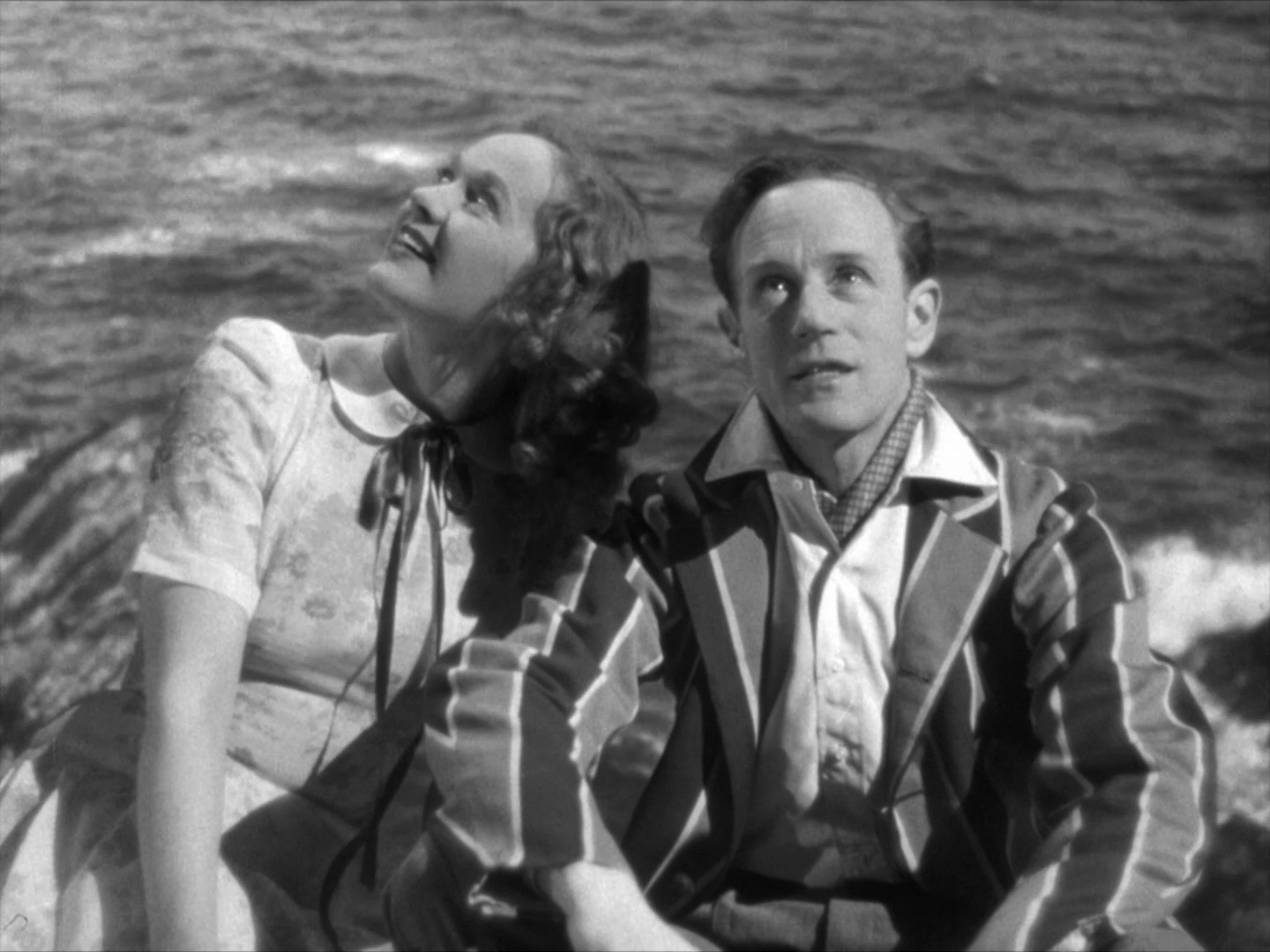Rosamund John as Diana Mitchell and director Leslie Howard as RJ Mitchell