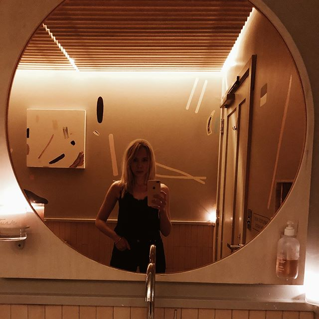 Restaurant bathroom designs are so hot right now... . . . . . . . . #interiors #interiordesign #designer #designlife #bathroomdesign #tusk #bathroomlight #design #designbuild #designtrend #trend #domino #architecture #architectureanddesign #eaterpdx #eater