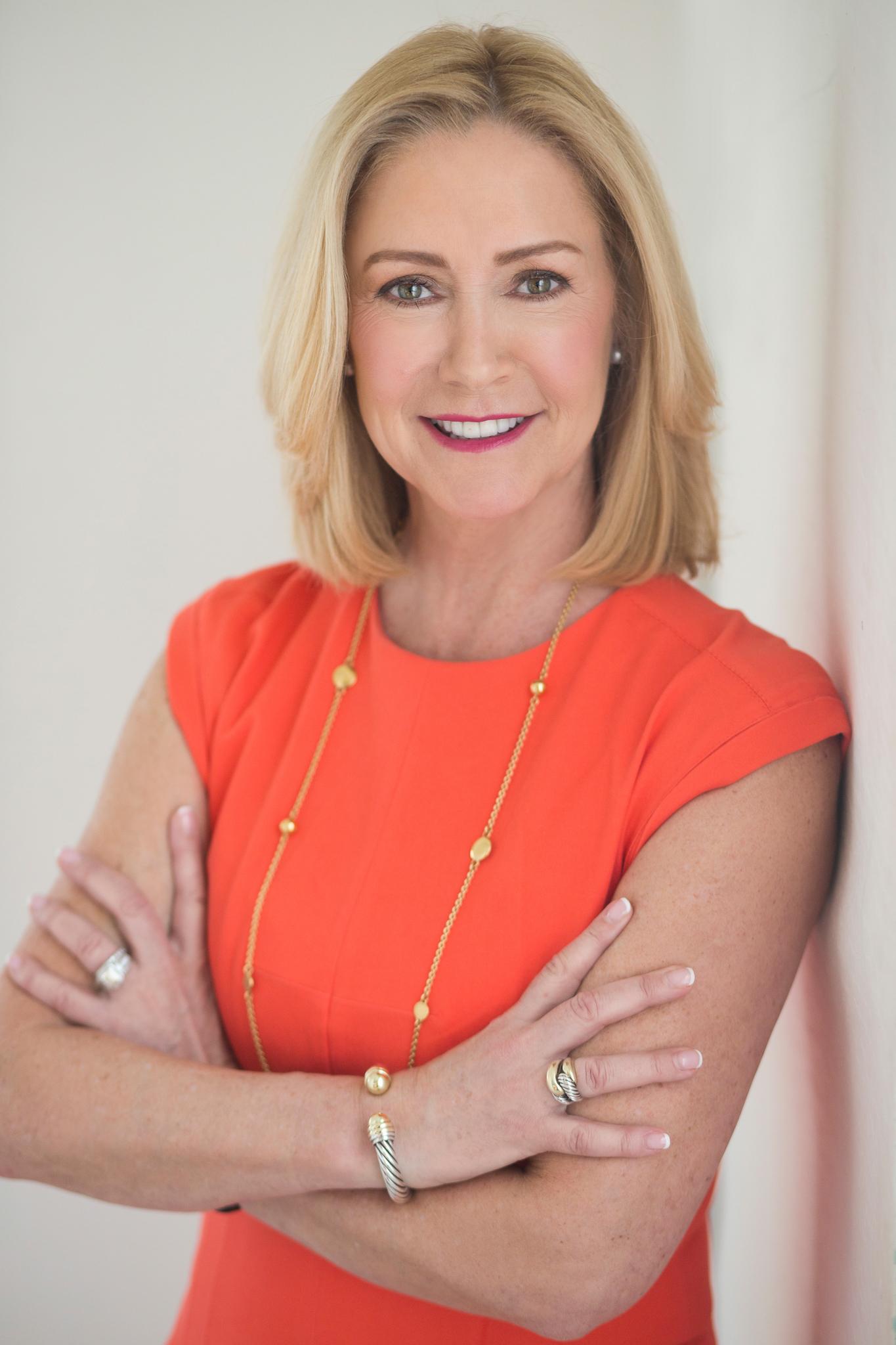 Lisa Damico Portraits │DC Arlington Alexandria Headshot │Social Engagement Sales Representative Headshot