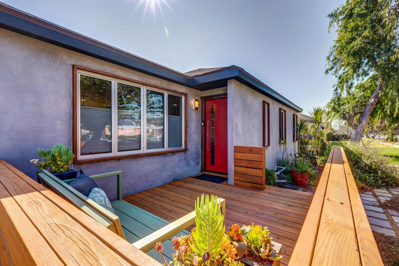 3532 Hillcrest Dr Los Angeles-large-008-19-GodMed0004Upload08-1500x1000-72dpi.jpg
