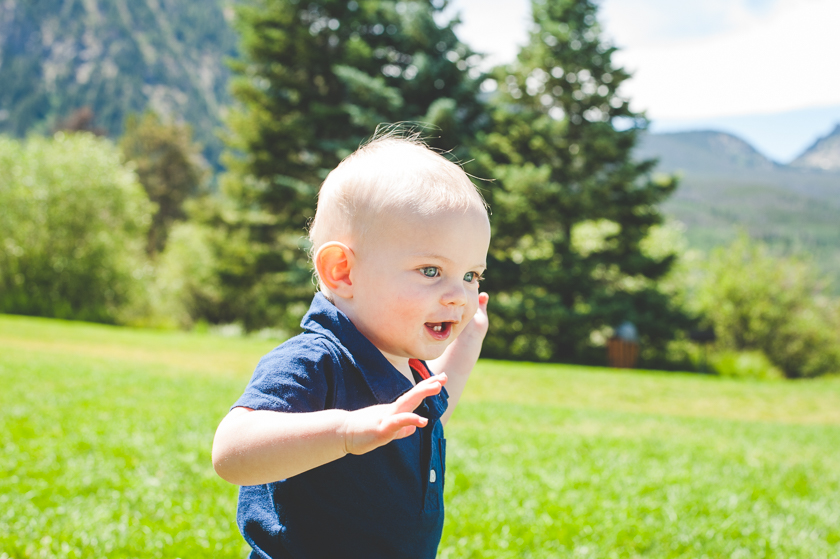 young toddler, baby photographer, small child in family photos, family photos in the mountains