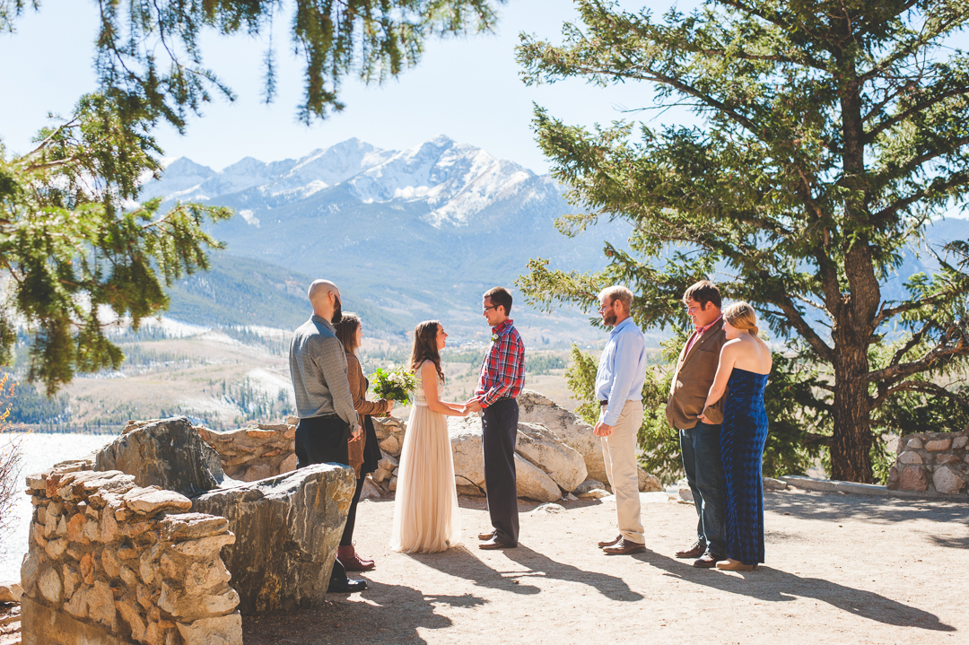 An intimate, fall elopement at Sapphire Point overlook in Dillon, Colorado. Five friends joined the couple for vows, champagne and some lakeside celebrations.
