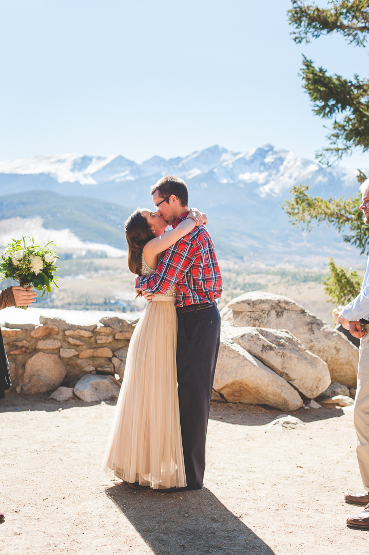 Colorado mountain elopement at Sapphire Point in the fall, with snowy mountain peaks and a blue lake below. | Keeping Composure Photography