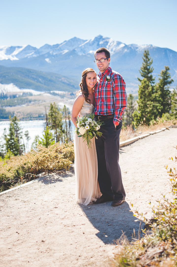 Peak One in Frisco, Colorado frames these newlyweds after their gorgeous autumn elopement at Sapphire Point. |Keeping Composure Photography