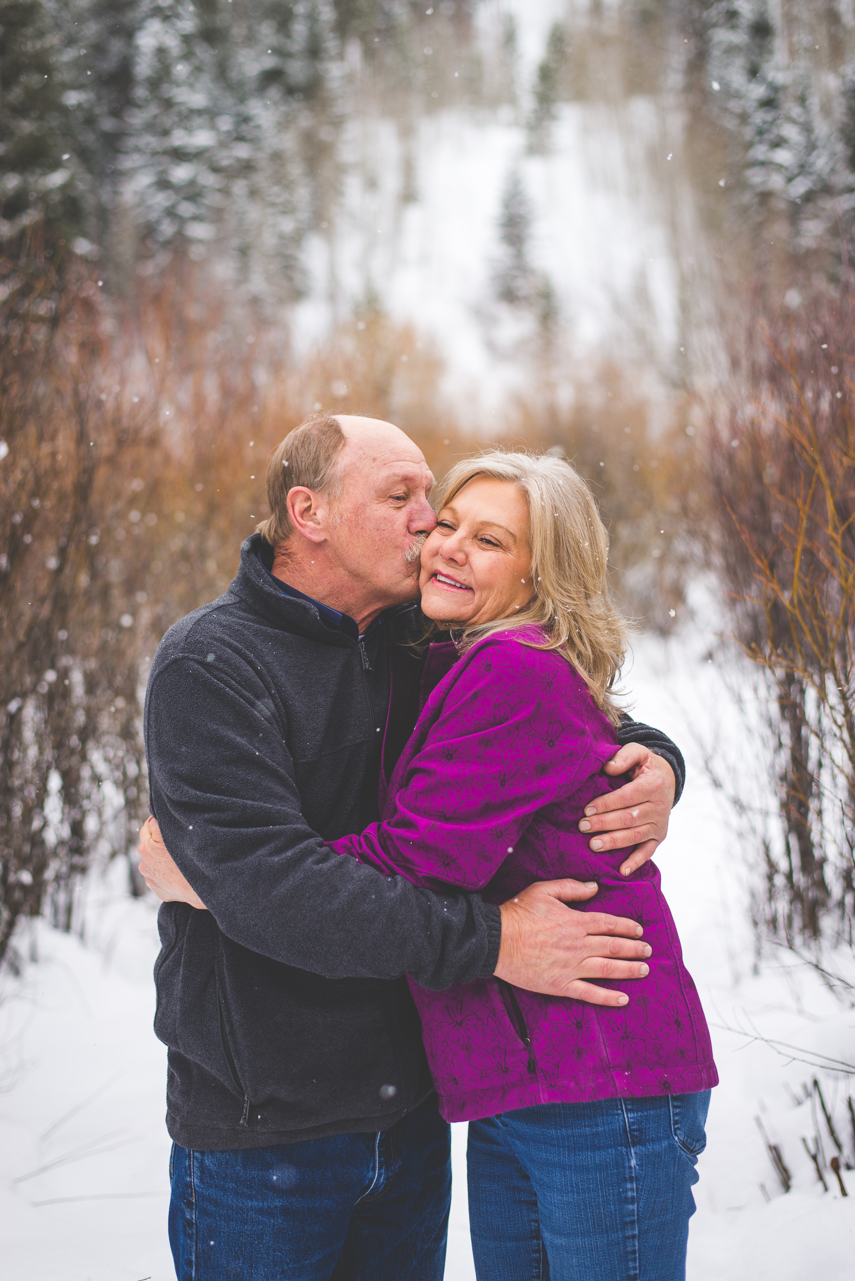 A local winter family photography session in Frisco, Colorado in the falling snow! | Keeping Composure Photography