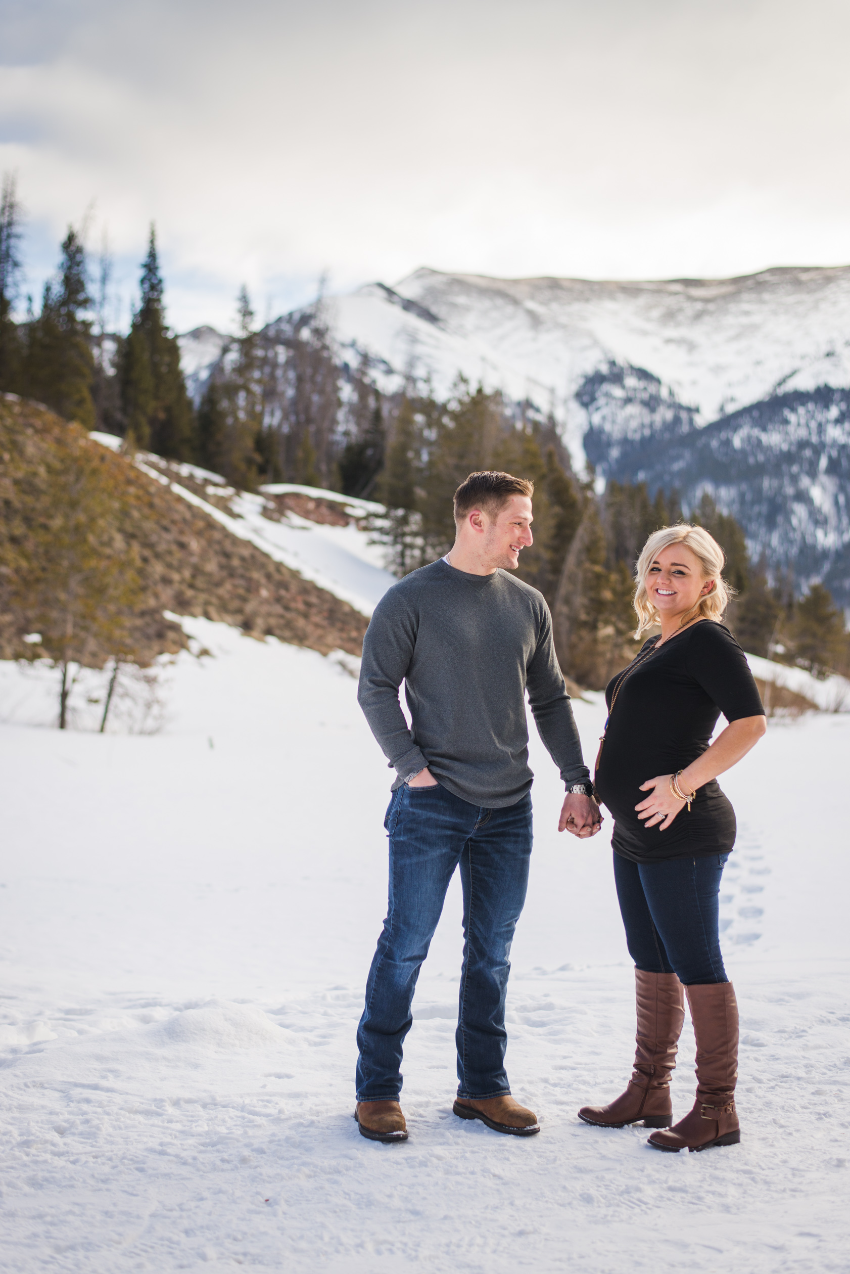 Destination maternity session in the heart of the Colorado Rocky Mountains at Copper Mountain   Keeping Composure Photography