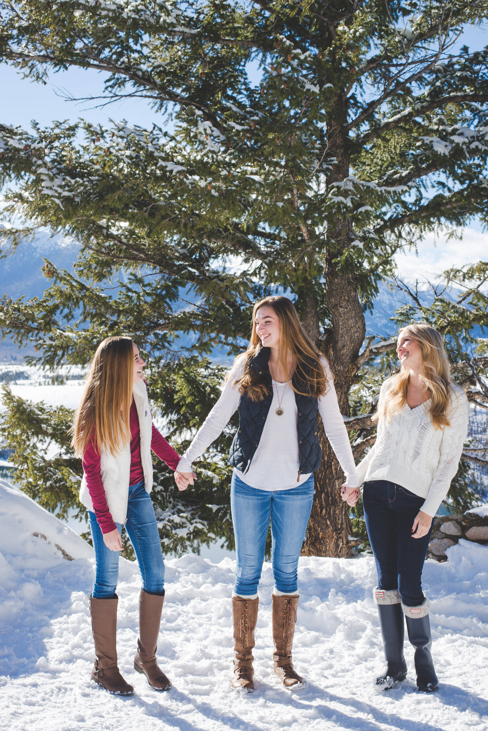 Snowy winter family photos in Breckenridge, Colorado | Coordinating the Crew | Keeping Composure Photography