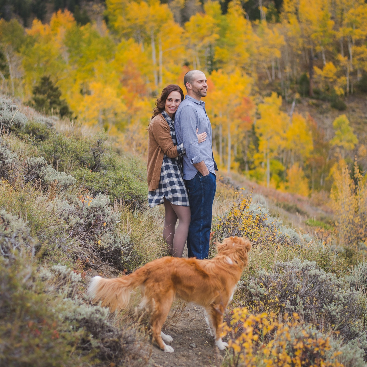 autumn engagement photos in colorado mountains