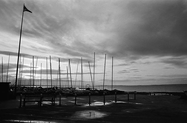 Fishing in #whitstable #35mm #ilfordhp5 #bw