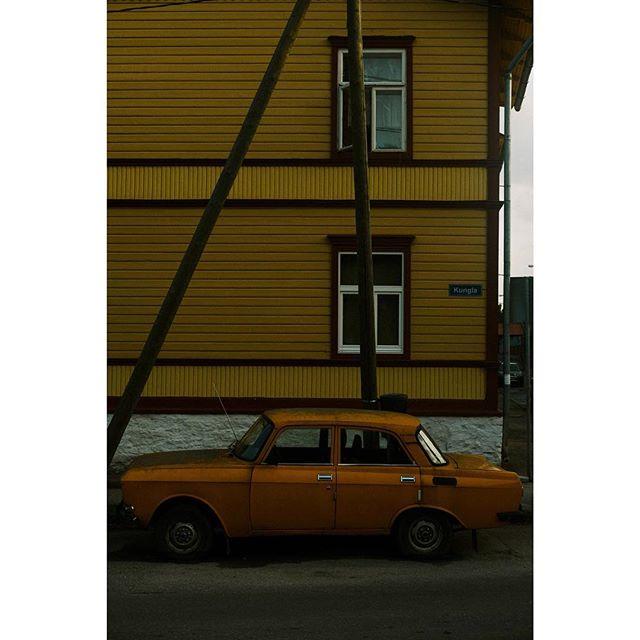 Orange Tango ---- ---- ---- ---- ---- ---- ---- ---- #spjstreets#photoobserve #streetphotographyincolors#challengerstreets #ig_streetphotography#Everybodystreet #thestreetphotographyhub #streetphotographer#StreetsGrammer #street_photographer#wearethestreet #ourstreets #StreetPhotographersCommunity #life_is_street #streetpeople #bnw_demand #streetdreamsmag #spi_minimalism #streetshared #streetclassics #jj_streetshots #streetportraits #capturestreets #everybodystreet #fromstreetswithlove  #SPiCollective #streets_storytelling #StreetLife_Award #MySPC