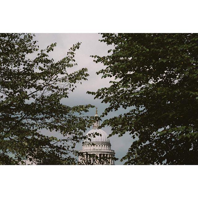 🇬🇧 ---- ---- ---- ---- ---- ---- ---- ---- #passionpassport#travelphotography#travelingram#cityscape#igtravel#travelblogger#guardiantravelsnaps #travelstoke#travelawesome#wanderlust #roamtheearth#stayandwonder#love#artofvisuals#fujifilm#traveltheworld#beautifulplace#myfeatureshoot#instapassport#instatraveling#worlderlust #travelpics#backpacking #sky #bbctravel