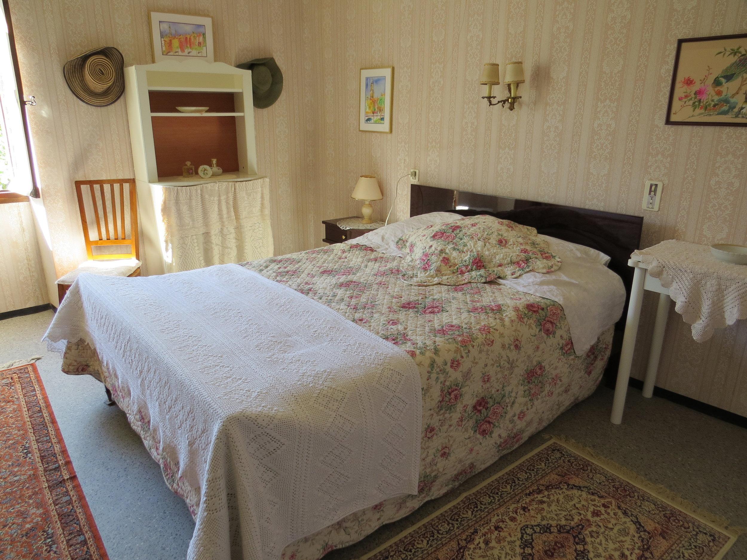 Bedroom 1 HB.jpg