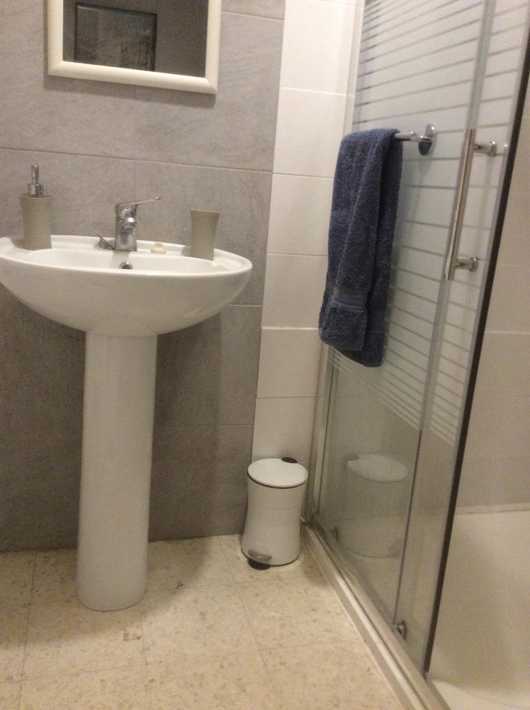 bathroommain.jpg