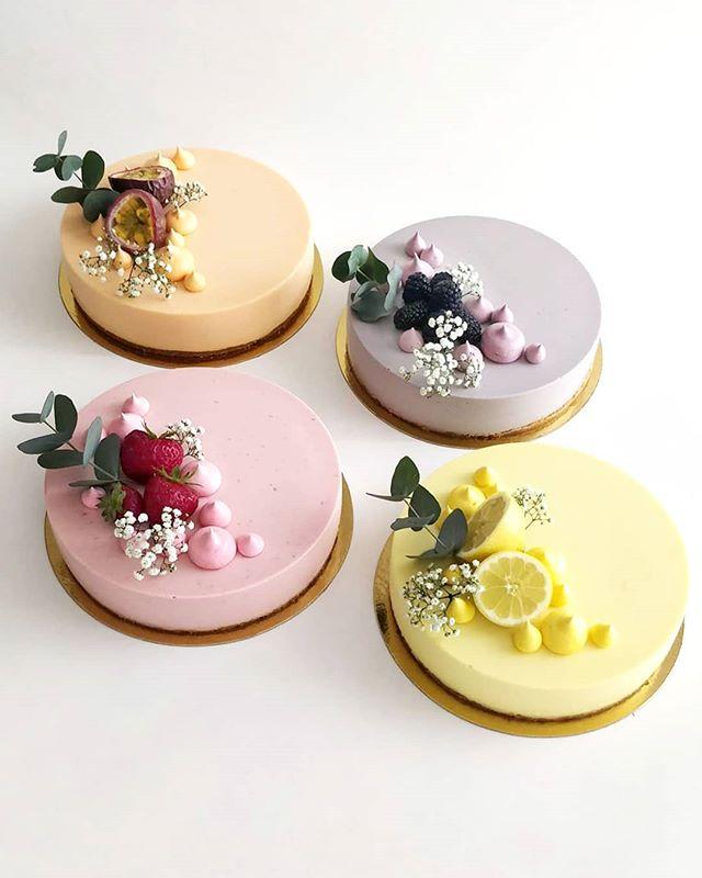 Wedding cakes 💍👰❤️ #wedding #bryllup #dessert #pastry #cake #foodporn #foodlover #patisserie #pastrylife #easter #instayum #callebautinspiremedk #beautifulcuisine #f52grams #feedfeed #hautcuisine #foodphotography #summer #kager #konditor #påske #kagekanape #cakecanapes #petitfours #food52 #bryllupskage #weddingcake #cakestagram