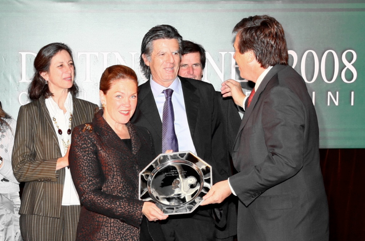 "Premio Carlos Pellegrini ""Padrillo del Año"" a INCURABLE OPTIMIST, entregado a Theresa Behrendt"